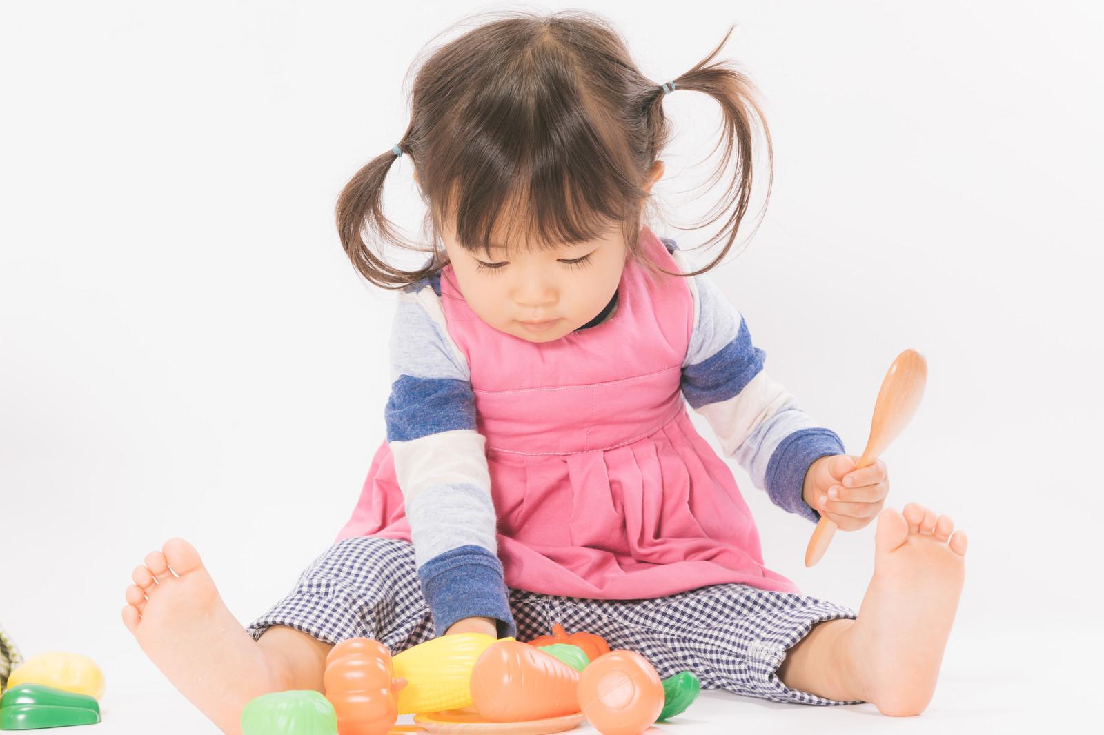 京都市ファミリーサポートで遊んでいる赤ちゃんのイメージ