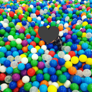 ピュアキッズ六地蔵店のボールプール