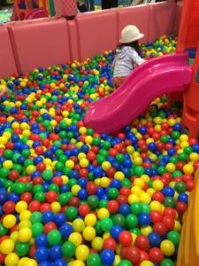 ハワードホテルのキッズスペースのボールプール