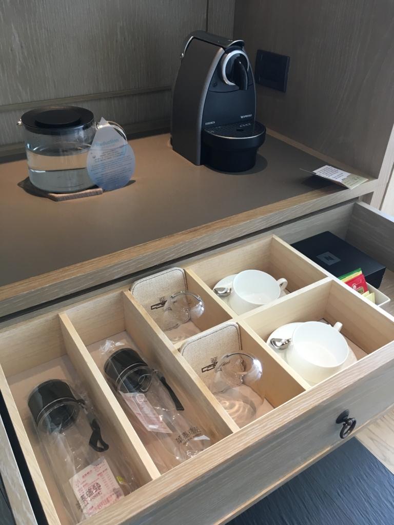 グロリアマナーの水や水筒やカップ