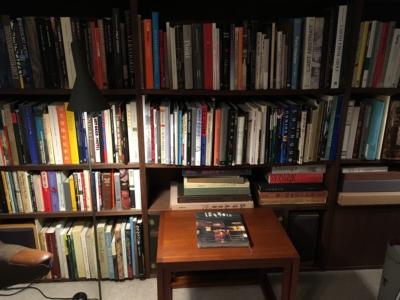 俵屋旅館公式の図書室